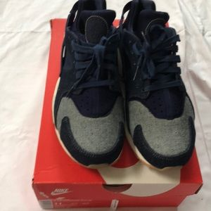 Women's Denim Nike Air Huarache run se sz 11